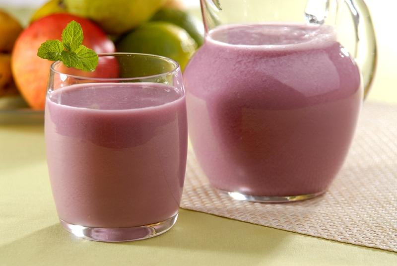 Aprenda fazer suco de uva cremoso com água mineral