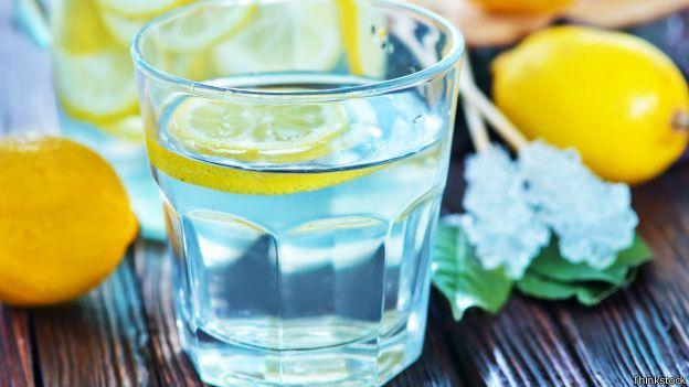 Como criar o costume de beber mais água